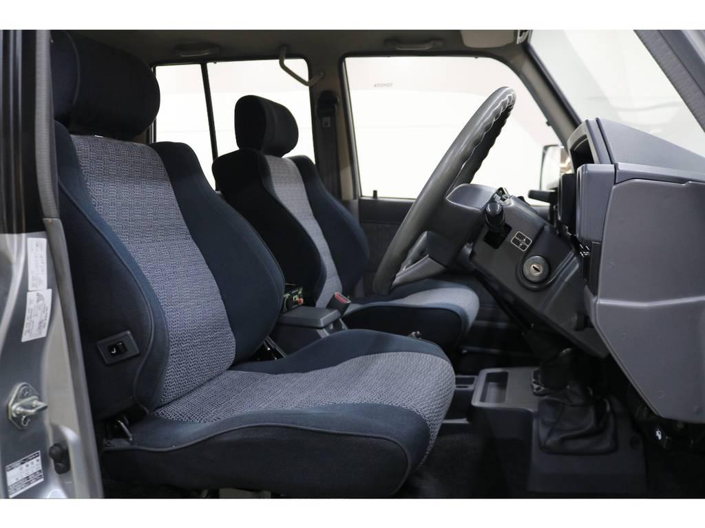 運転席/助手席ともに綺麗な状態が保たれております♪ | トヨタ ランドクルーザー70 4.2 ZX ディーゼル 4WD