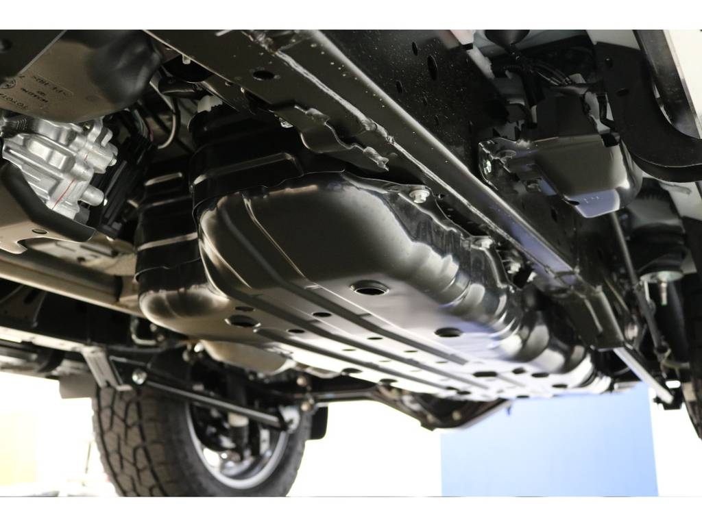 下廻りの防錆塗装もお任せください♪   トヨタ ランドクルーザープラド 2.8 TX ディーゼルターボ 4WD 7人