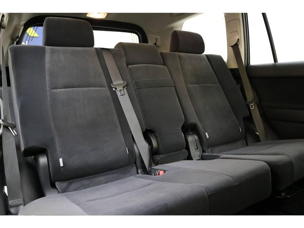 後部座席は大人の方でもゆったりとお座りいただけます♪   トヨタ ランドクルーザープラド 2.8 TX ディーゼルターボ 4WD 7人