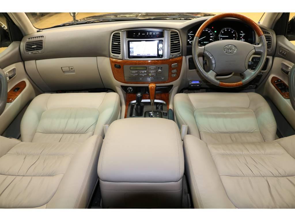 内装は当店にてルームクリーニング済みとなりますので綺麗な状態です♪ | トヨタ ランドクルーザーシグナス 4.7 4WD