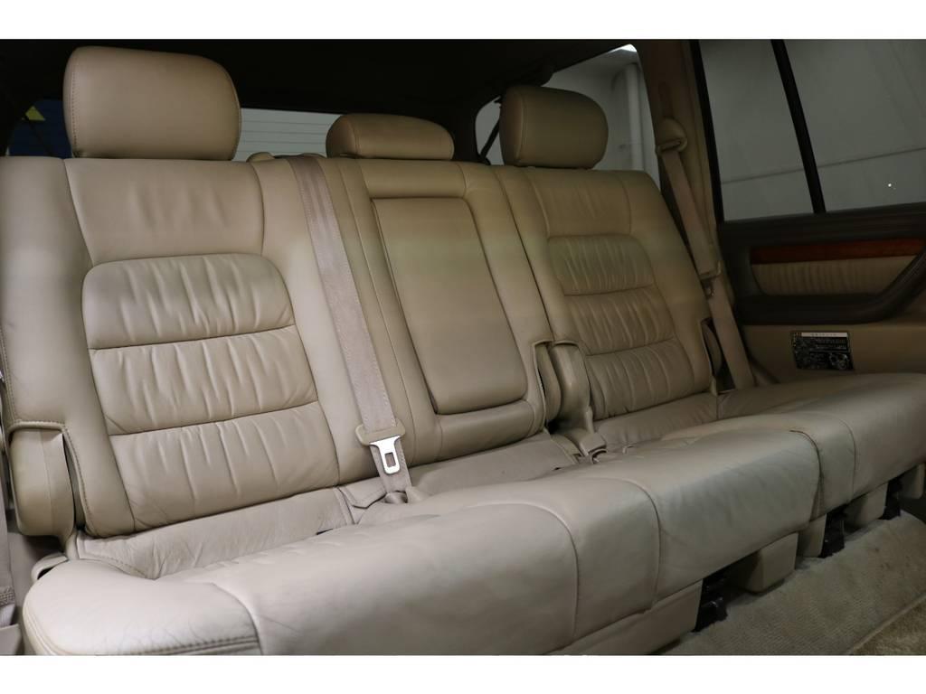 後部座席は大人の方でもゆったりとお座りいただけます♪ | トヨタ ランドクルーザーシグナス 4.7 4WD