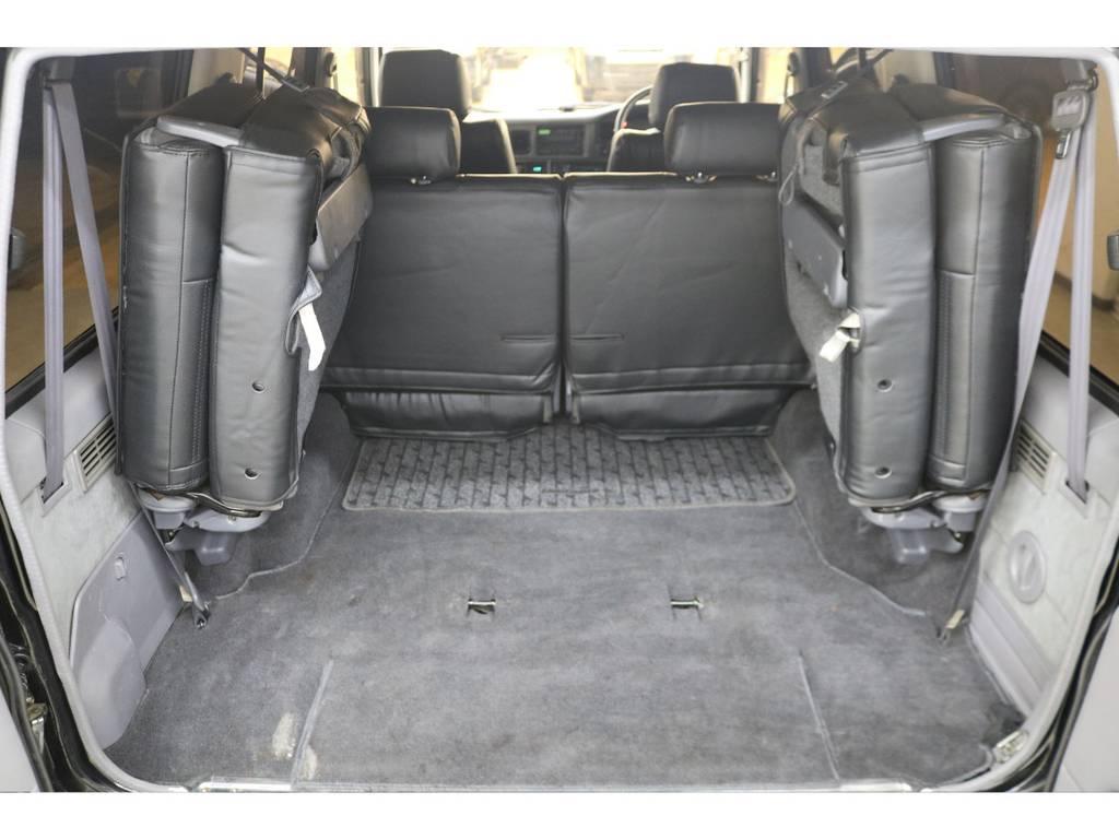 3列目シートは跳ね上げ式となりますので荷室も確保出来ます♪ | トヨタ ランドクルーザープラド 3.0 EXワイド ディーゼルターボ 4WD