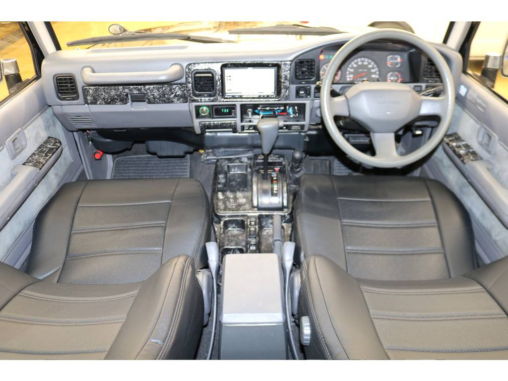内装は当店にてルームクリーニング済みとなりますので綺麗な状態です♪ | トヨタ ランドクルーザープラド 3.0 EXワイド ディーゼルターボ 4WD
