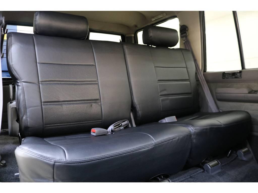 後部座席になります☆ | トヨタ ランドクルーザープラド 3.0 EXワイド ディーゼルターボ 4WD