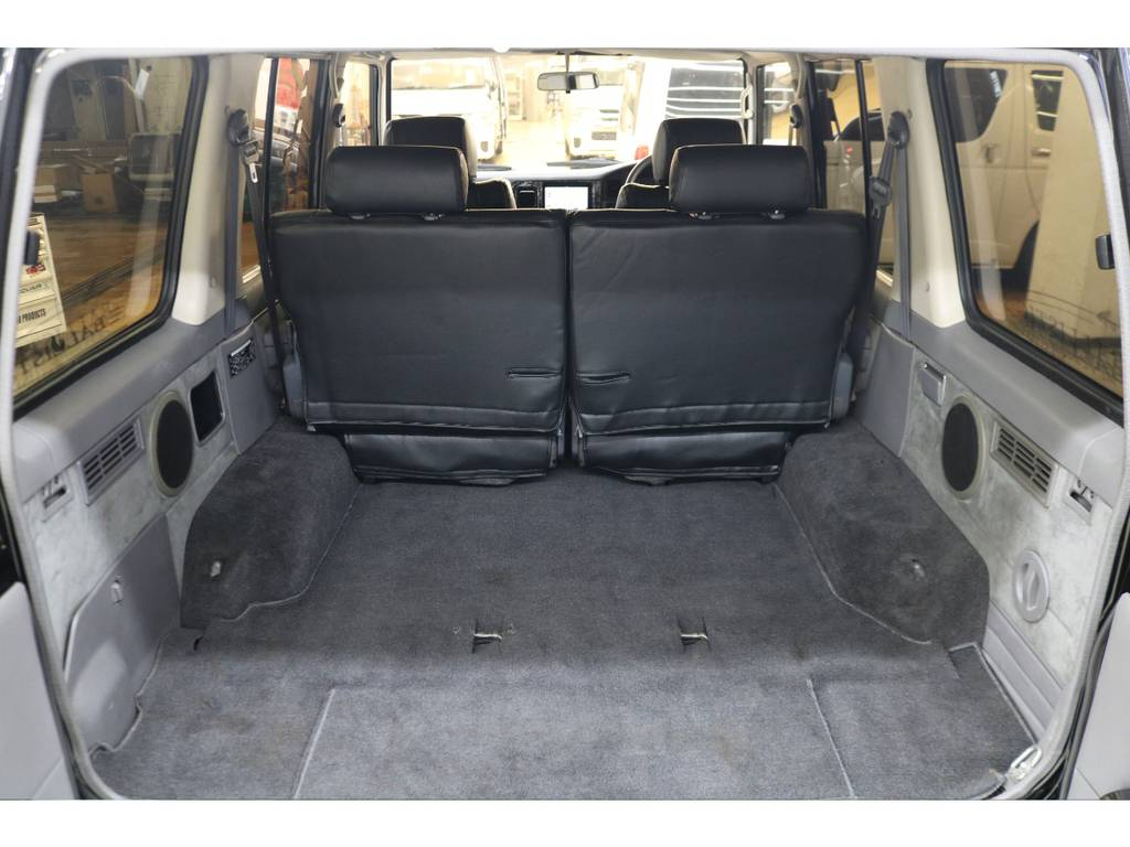 ラゲッジルームは広々と荷物がたくさん積めます♪ | トヨタ ランドクルーザープラド 3.0 EXワイド ディーゼルターボ 4WD