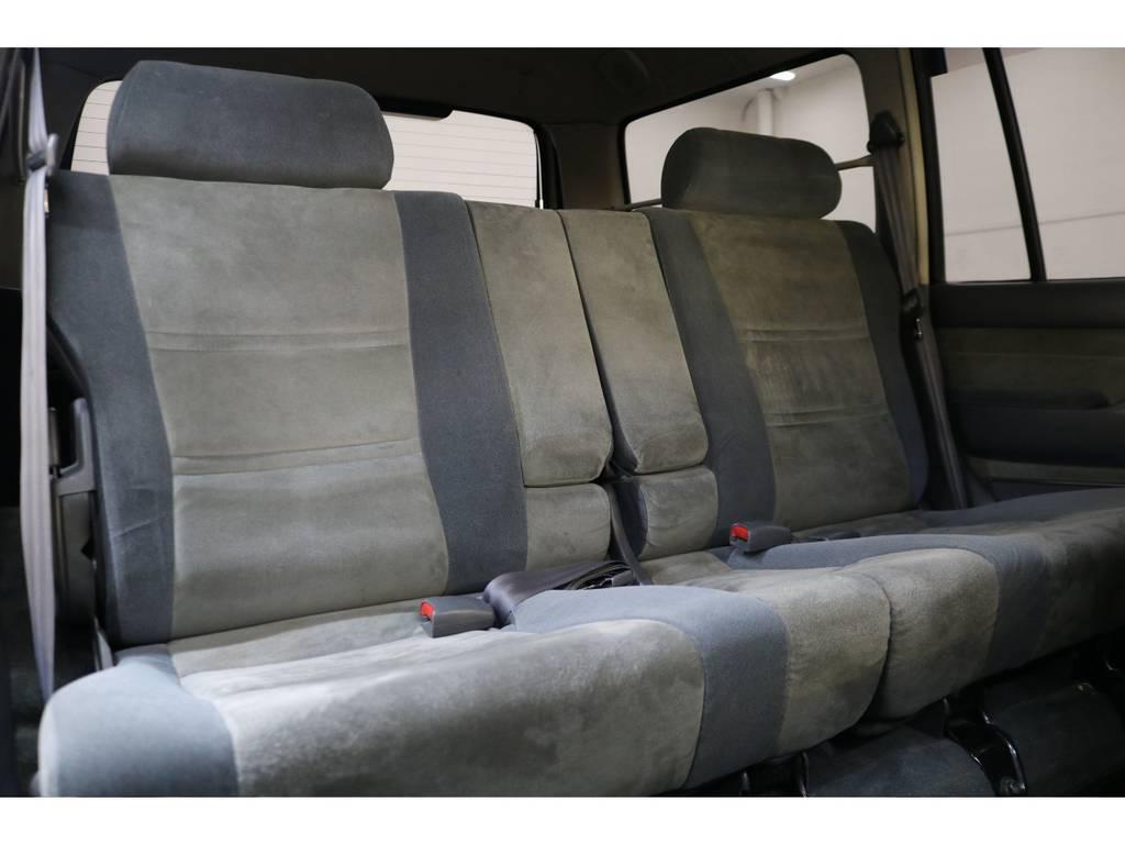後部座席になります☆ | トヨタ ランドクルーザー80 4.2 VXリミテッド ディーゼルターボ 4WD