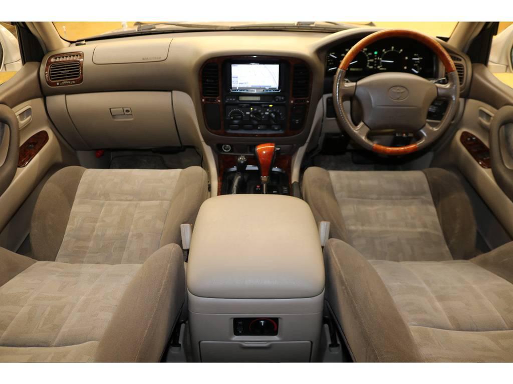 内装は当店にてルームクリーニング済みとなりますので綺麗な状態です♪ | トヨタ ランドクルーザー100 4.2 VXリミテッド ディーゼルターボ 4WD