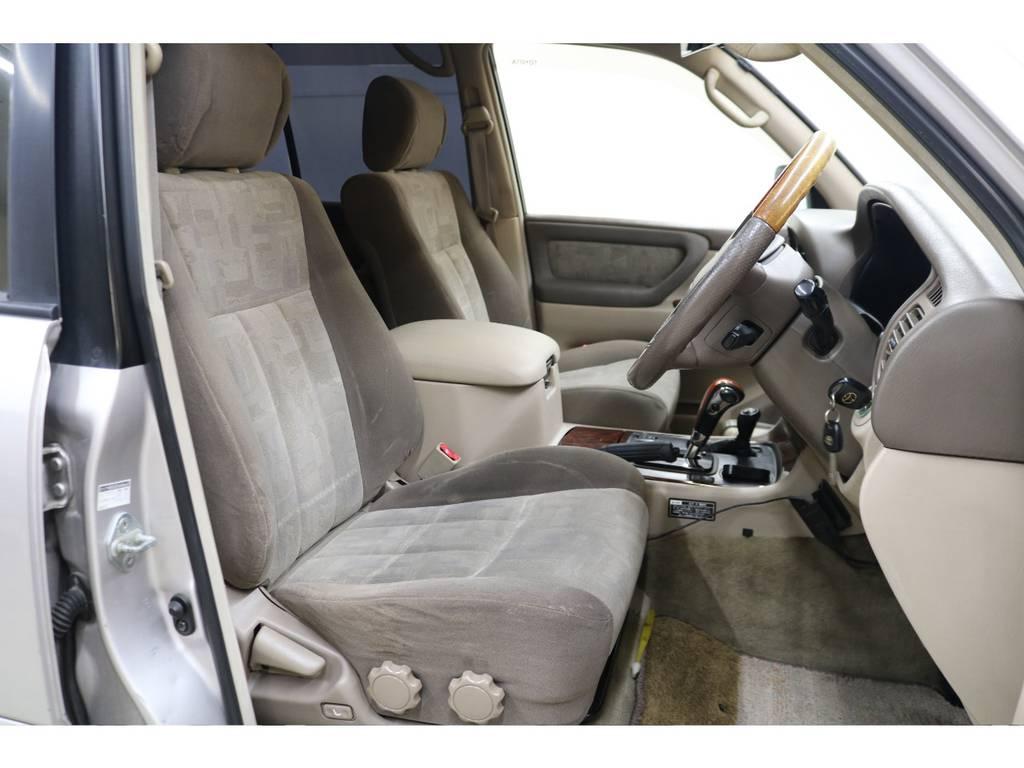 運転席/助手席ともに綺麗な状態が保たれております☆ | トヨタ ランドクルーザー100 4.2 VXリミテッド ディーゼルターボ 4WD