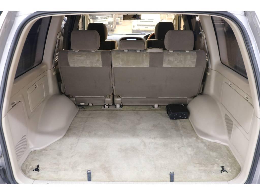 ラゲッジルームは広々と荷物がたくさん積めます♪ | トヨタ ランドクルーザー100 4.2 VXリミテッド ディーゼルターボ 4WD
