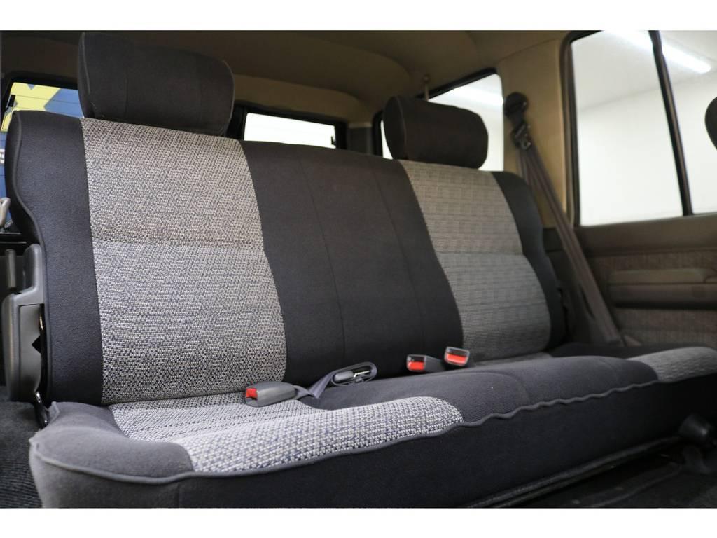 後部座席になります☆ | トヨタ ランドクルーザー70 4.2 ZX ディーゼル 4WD
