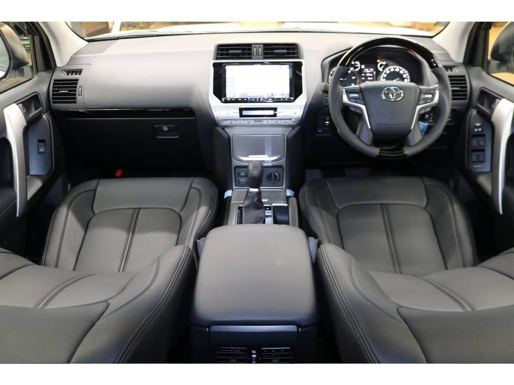 内装は高級感のあるインテリアデザイン☆ | トヨタ ランドクルーザープラド 2.8 TX ディーゼルターボ 4WD 7人 試乗車