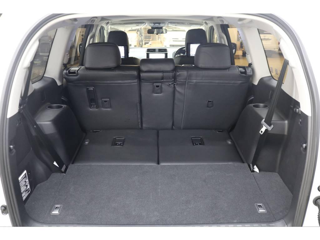 3列目シートは収納式となりますので荷室スペースも確保出来ます♪ | トヨタ ランドクルーザープラド 2.8 TX ディーゼルターボ 4WD 7人 試乗車