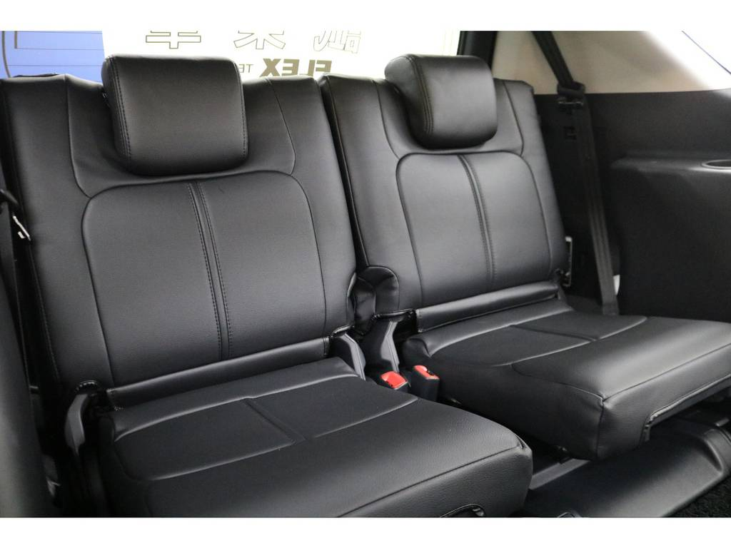 3列目シートになります☆ | トヨタ ランドクルーザープラド 2.8 TX ディーゼルターボ 4WD 7人 試乗車