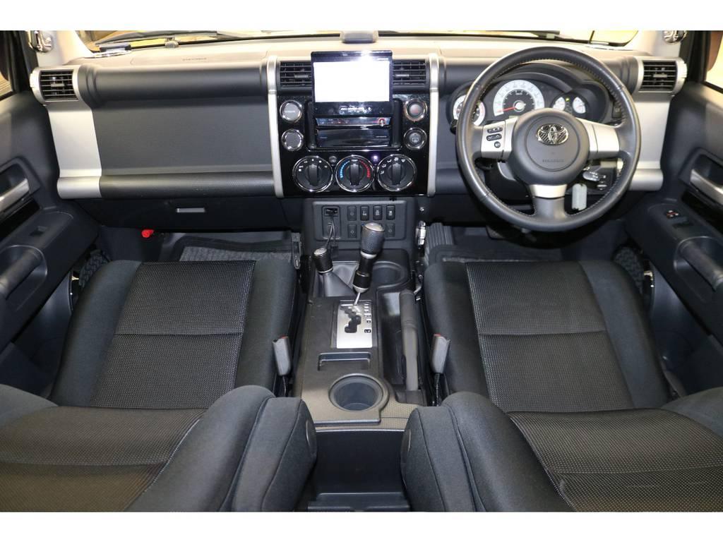 内装は当店にてルームクリーニング済みとなりますので綺麗な状態です♪ | トヨタ FJクルーザー 4.0 ブラックカラーパッケージ 4WD