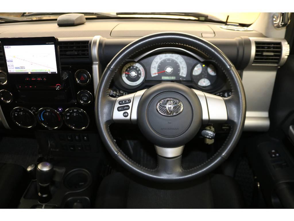 純正ハンドルの状態も良好です♪ | トヨタ FJクルーザー 4.0 ブラックカラーパッケージ 4WD