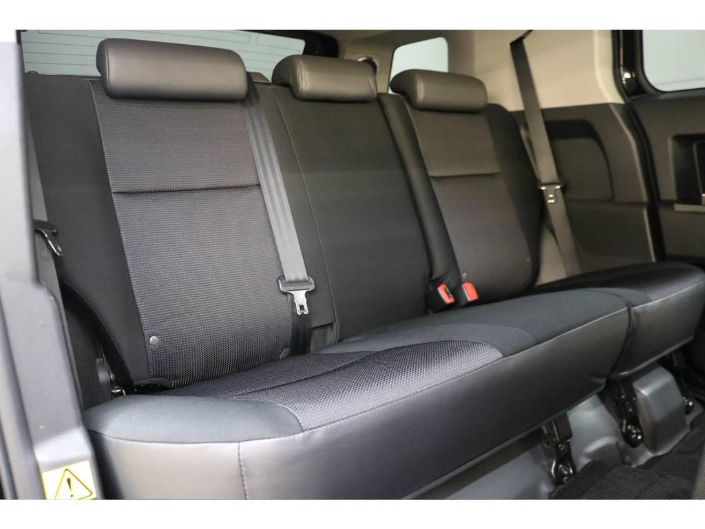 後部座席になります☆ | トヨタ FJクルーザー 4.0 ブラックカラーパッケージ 4WD
