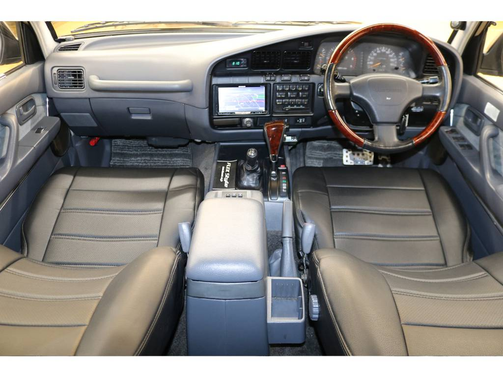 内装は当店にてルームクリーニング済みとなりますので綺麗な状態です♪ | トヨタ ランドクルーザー80 4.2 VXリミテッド ディーゼルターボ 4WD