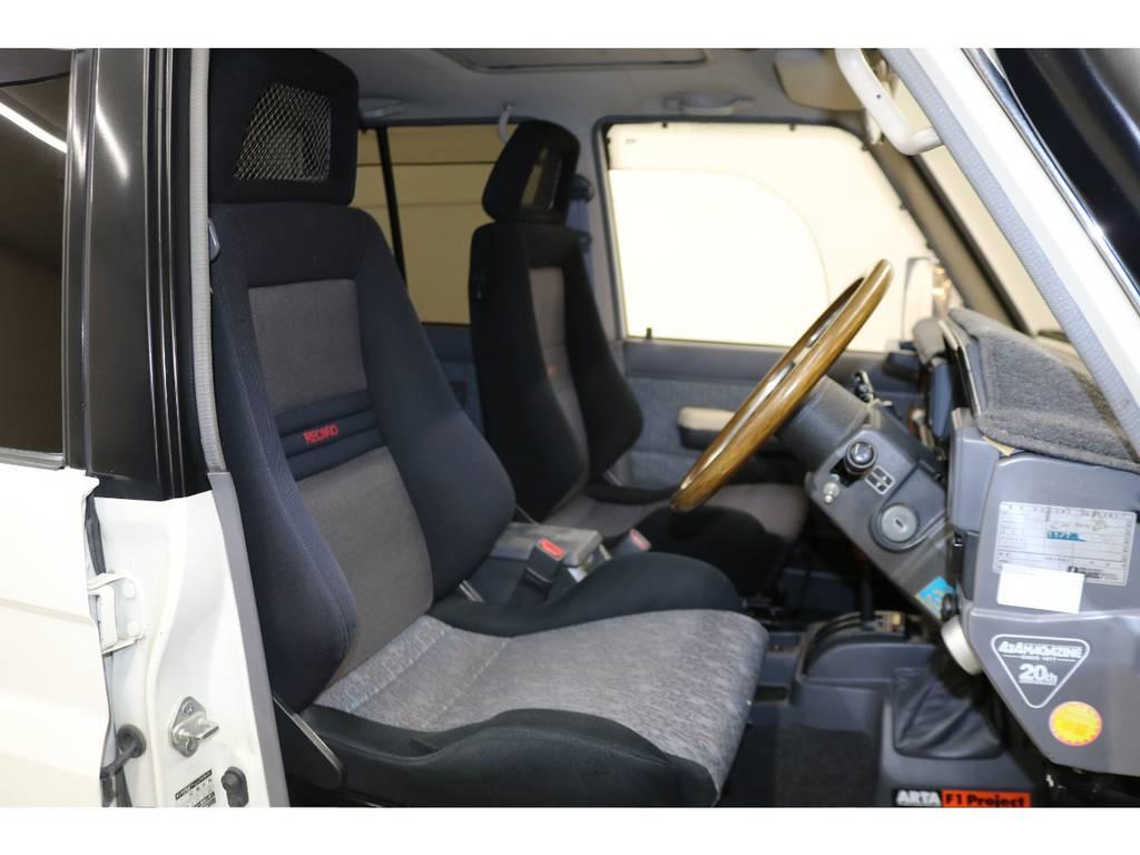 運転席/助手席にはレカロシートが装着されております♪