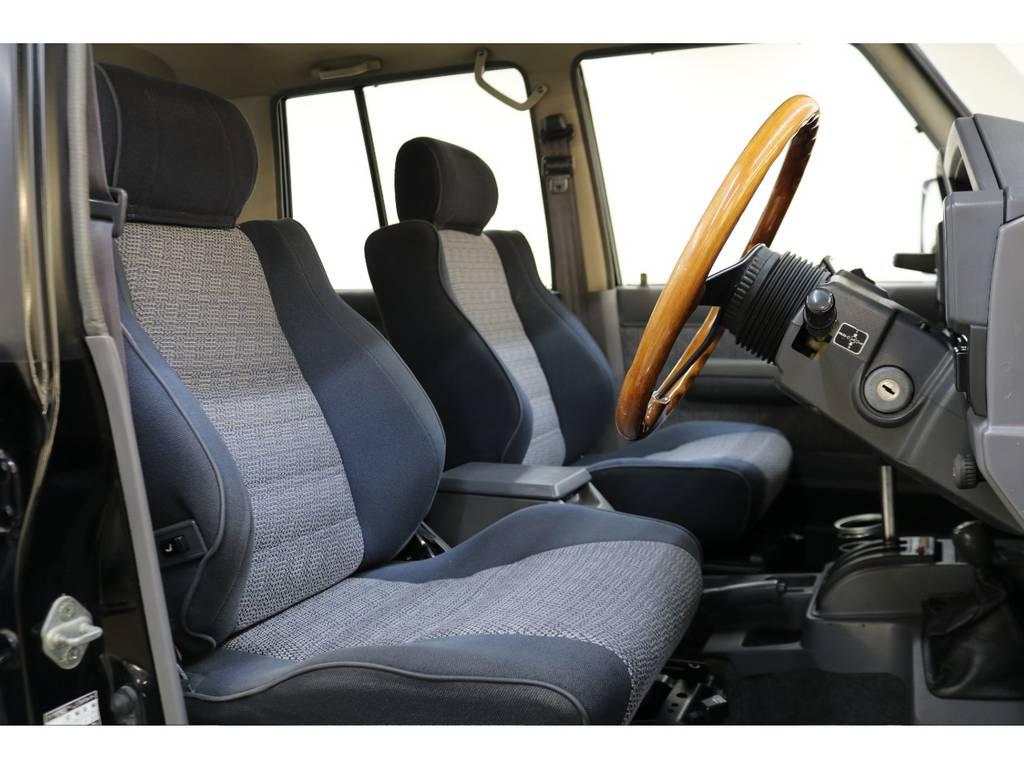 運転席/助手席ともに年式に比べ綺麗な状態が保たれております♪