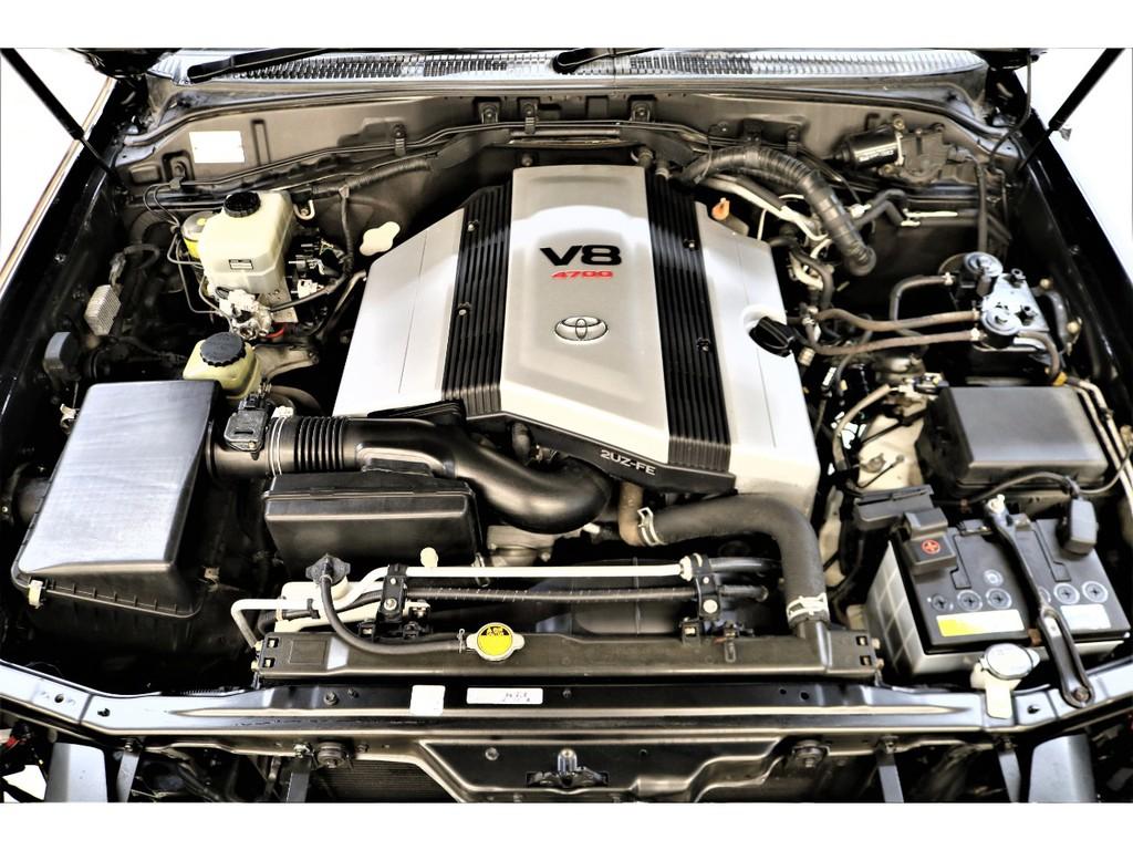 世界中で人気のV8エンジン搭載☆ストレス運転を感じさせないパワフルなエンジンです♪