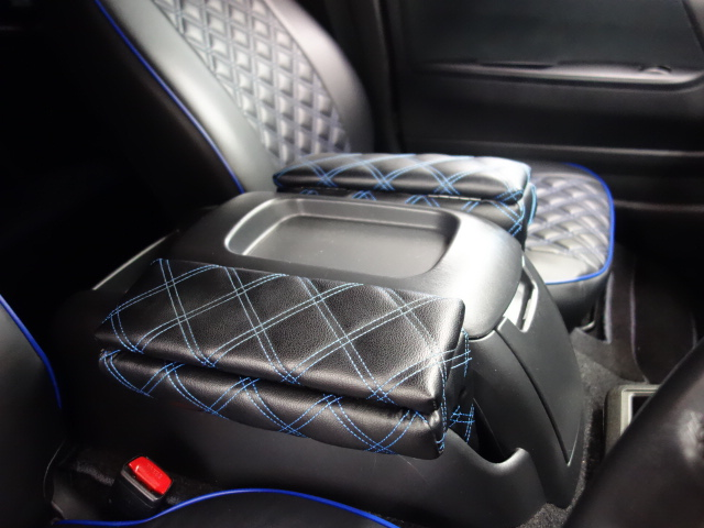 社外アームレストも装備!! | トヨタ ハイエースバン 3.0 スーパーGL プライムセレクション ロング ディーゼルターボ