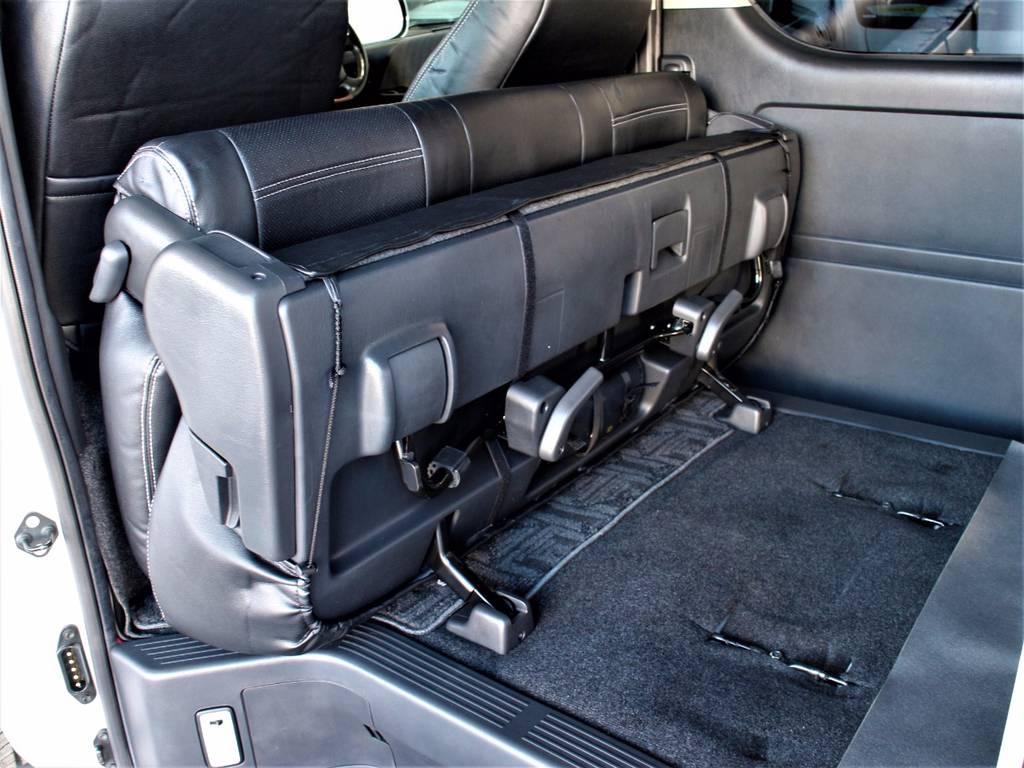 セカンドシートは折りたたみ可能です!   トヨタ レジアスエース 3.0 スーパーGL ロングボディ ディーゼルターボ 3型ディーゼルターボ2WD