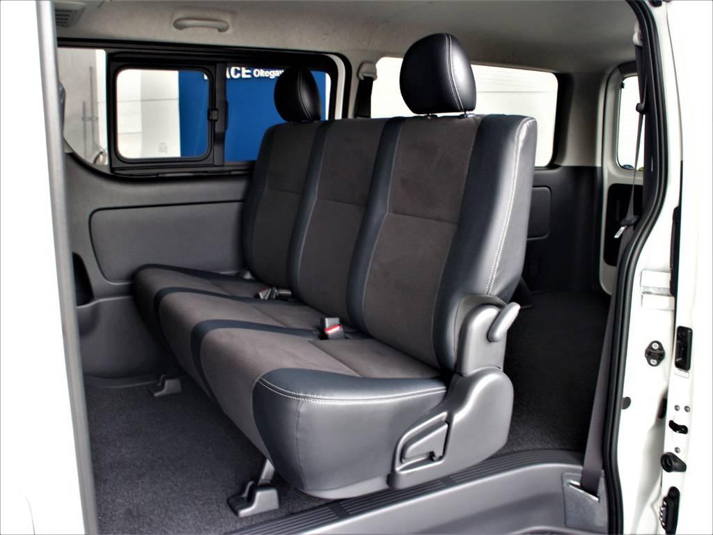 セカンドシートは3人定員です! | トヨタ ハイエースバン 2.8 スーパーGL ダークプライム ロングボディ ディーゼルターボ 4WD
