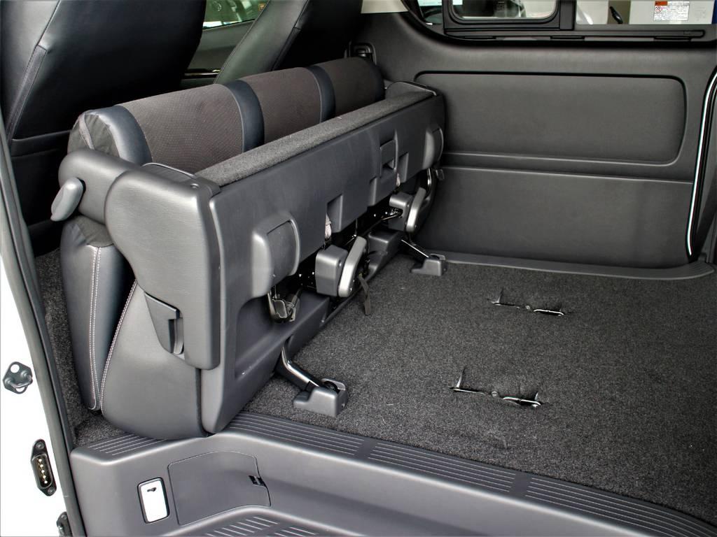 セカンドシートは折りたたみ可能です! | トヨタ ハイエースバン 2.8 スーパーGL ダークプライム ロングボディ ディーゼルターボ 4WD