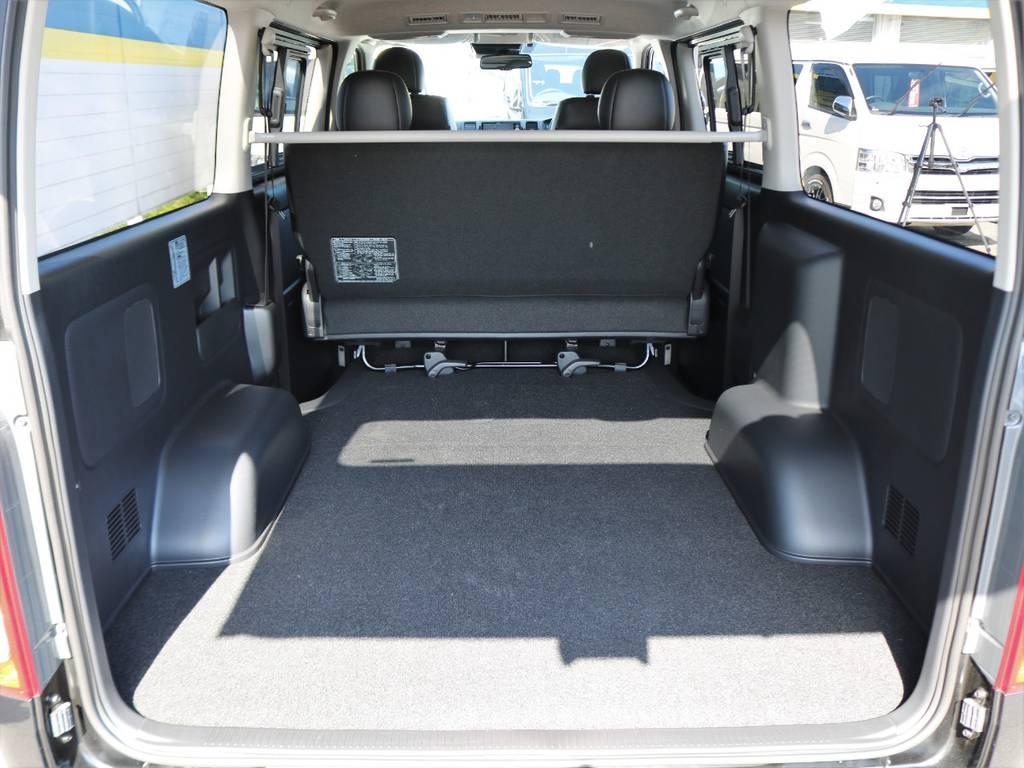 幅広い荷物スペース!ベットキットや床張りフローリングフロアなど追加のカスタムも承りますのでお気軽にご相談下さい♪