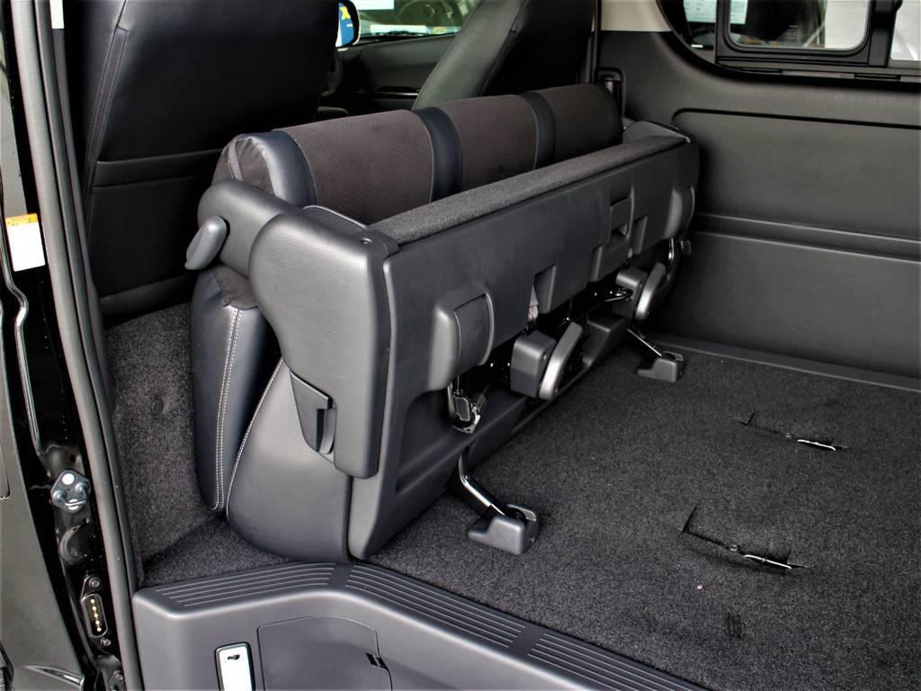 セカンドシートは折りたたみ可能です! | トヨタ ハイエースバン 2.8 スーパーGL ワイド ロング ミドルルーフ ディーゼルターボ ダークプライム トヨタセーフティ付小窓付