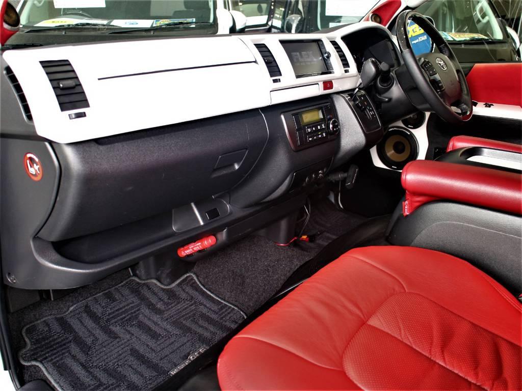 パールホワイトのインテリアパネル! | トヨタ ハイエースバン 2.0 スーパーGL ダークプライム ロングボディ 4型6速AT車