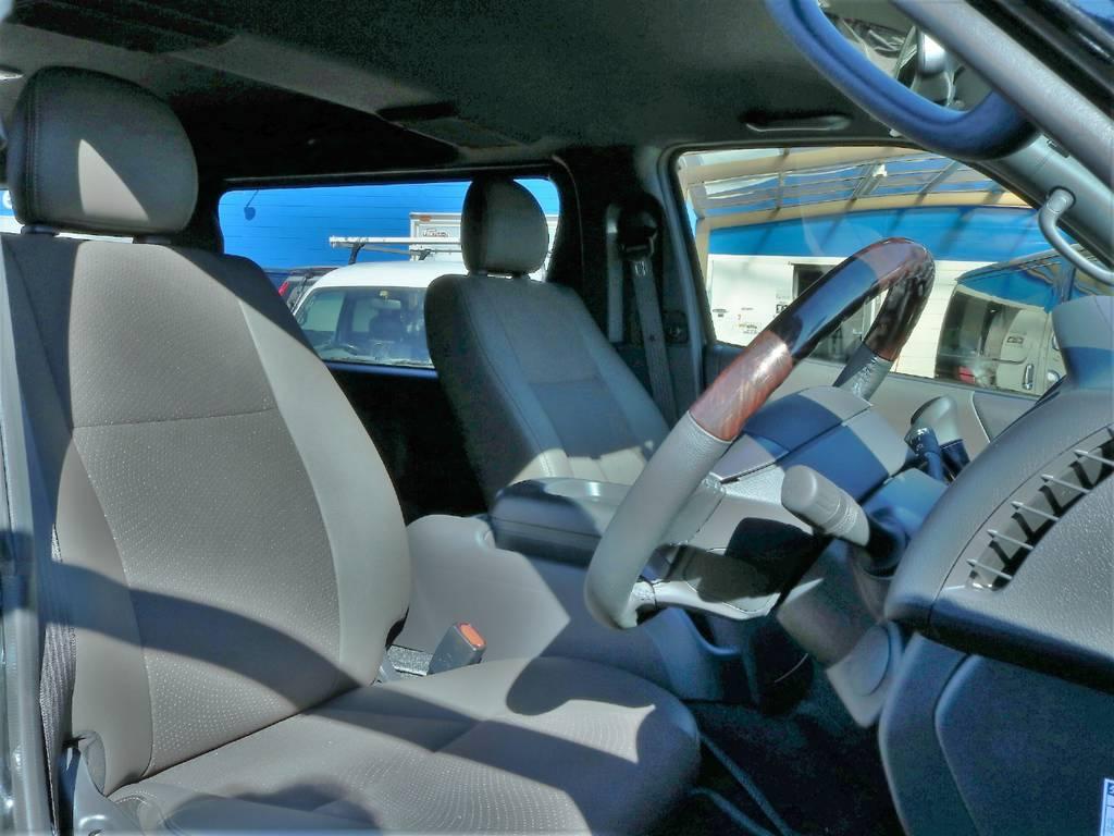 50thアニバーサリー限定カラーのブラウン系ハーフレザーシート!高級感のある仕上がりです! | トヨタ ハイエースバン 2.8 スーパーGL 50TH アニバーサリー リミテッド ロングボディ ディーゼルターボ 50th