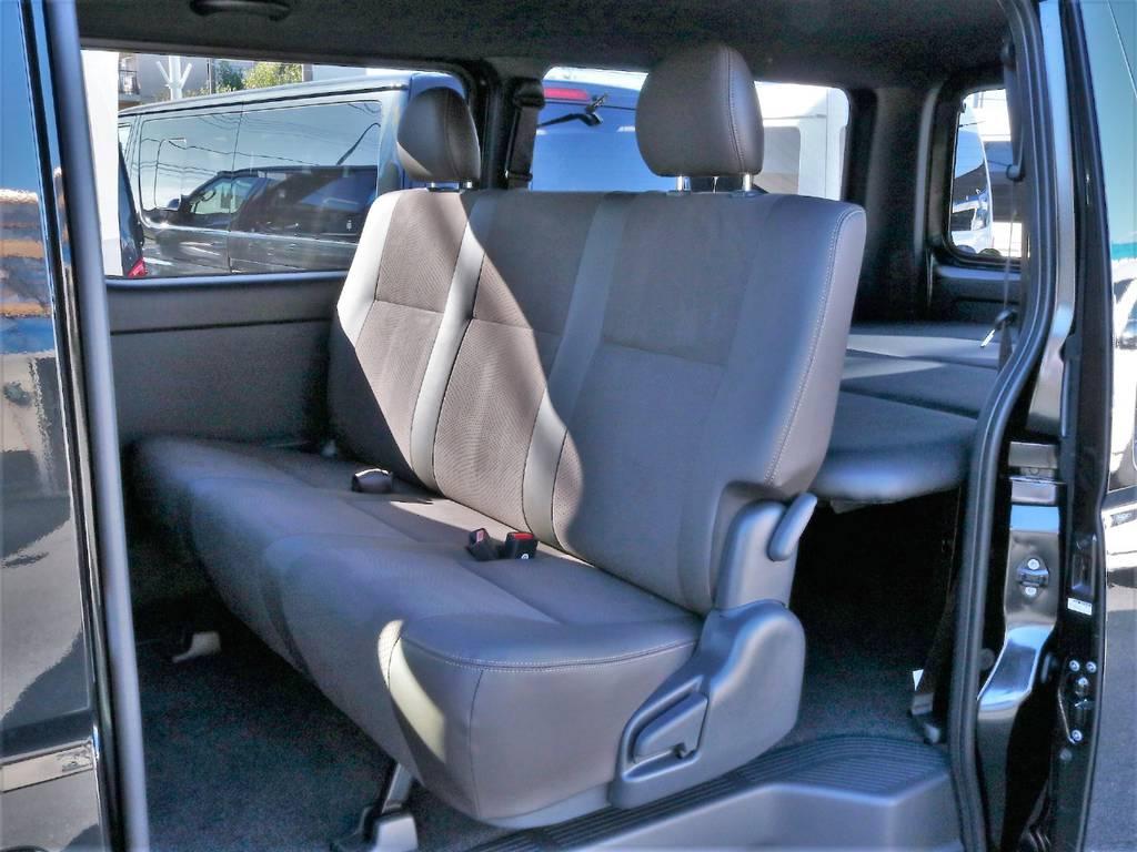 大人の方でもゆったりと座れるリアシートです! | トヨタ ハイエースバン 2.8 スーパーGL 50TH アニバーサリー リミテッド ロングボディ ディーゼルターボ 50th