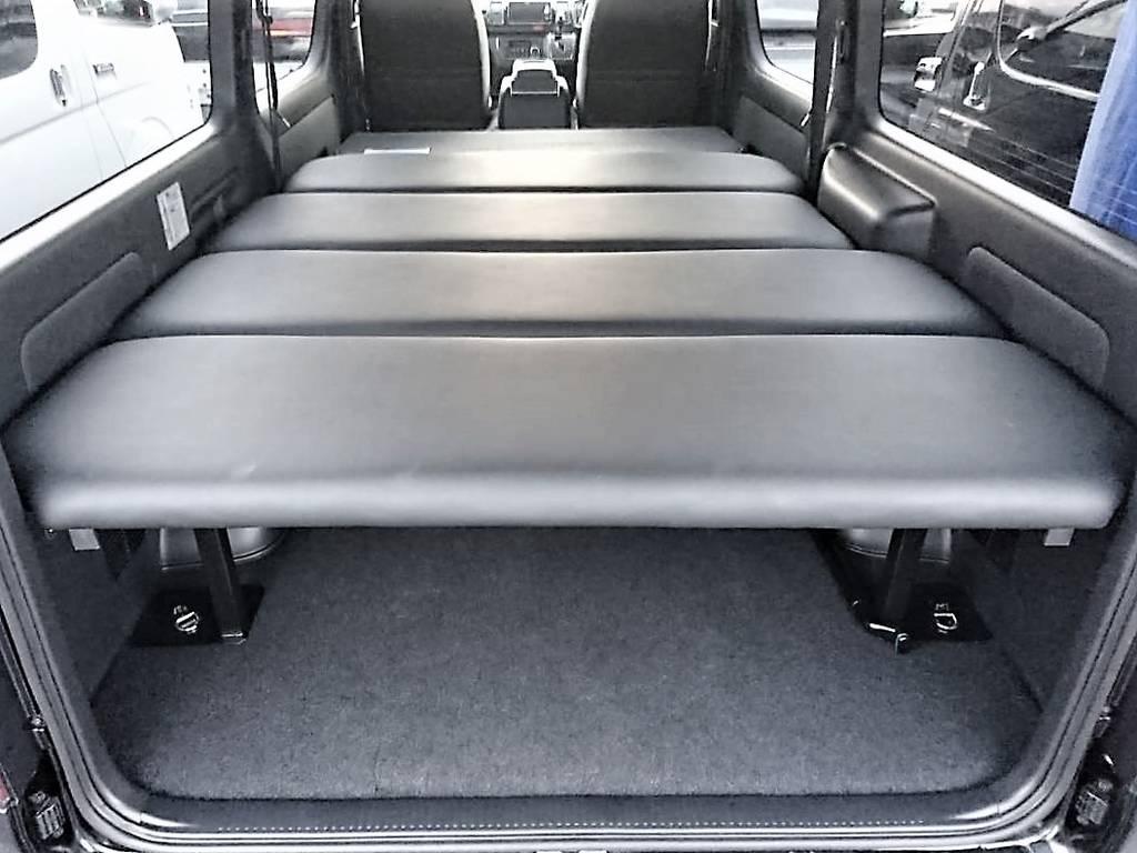 大人2人がラクに寝ころべるフレックスオリジナルベッドキット付きです!車中泊やアウトドアや車中泊にもぴったりです! | トヨタ ハイエースバン 2.8 スーパーGL 50TH アニバーサリー リミテッド ロングボディ ディーゼルターボ 50th