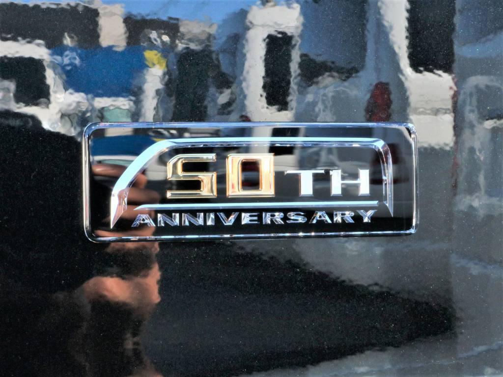 追加加飾や標準装備のメーカーオプション多数装着済みのハイエース生誕50周年特別仕様車です! | トヨタ ハイエースバン 2.8 スーパーGL 50TH アニバーサリー リミテッド ロングボディ ディーゼルターボ 50th