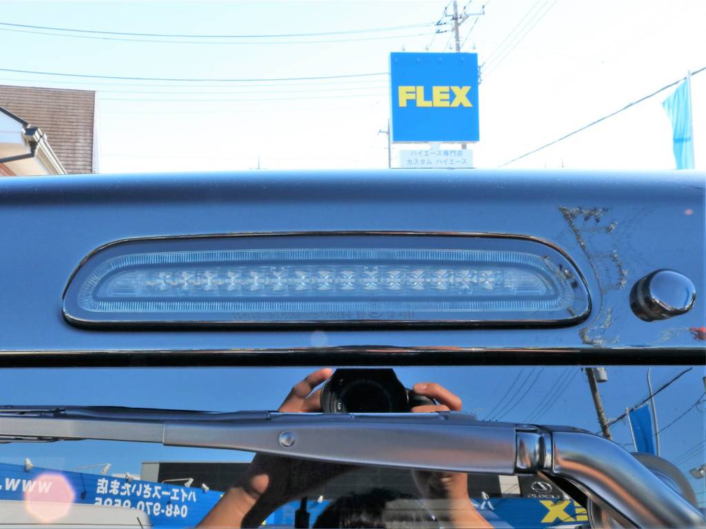 ボディカラーに合わせたLEDハイマウントストップランプもインストール済みです! | トヨタ ハイエースバン 2.8 スーパーGL 50TH アニバーサリー リミテッド ロングボディ ディーゼルターボ 50th