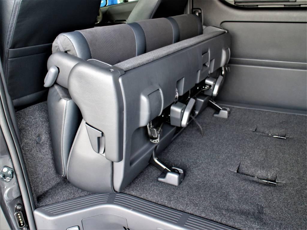 セカンドシートは折りたたみ可能です! | トヨタ ハイエースバン 2.7 スーパーGL ダークプライムⅡ ワイド ミドルルーフ ロングボディ 4WD
