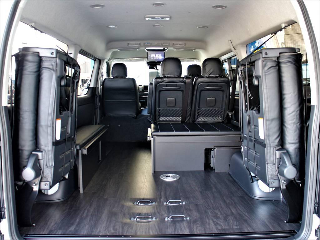後席跳ね上げ可能です! ベッドキット&テーブル取り外し可能です! | トヨタ ハイエース 2.7 GL ロング ミドルルーフ 4WD アレンジR1内装架装