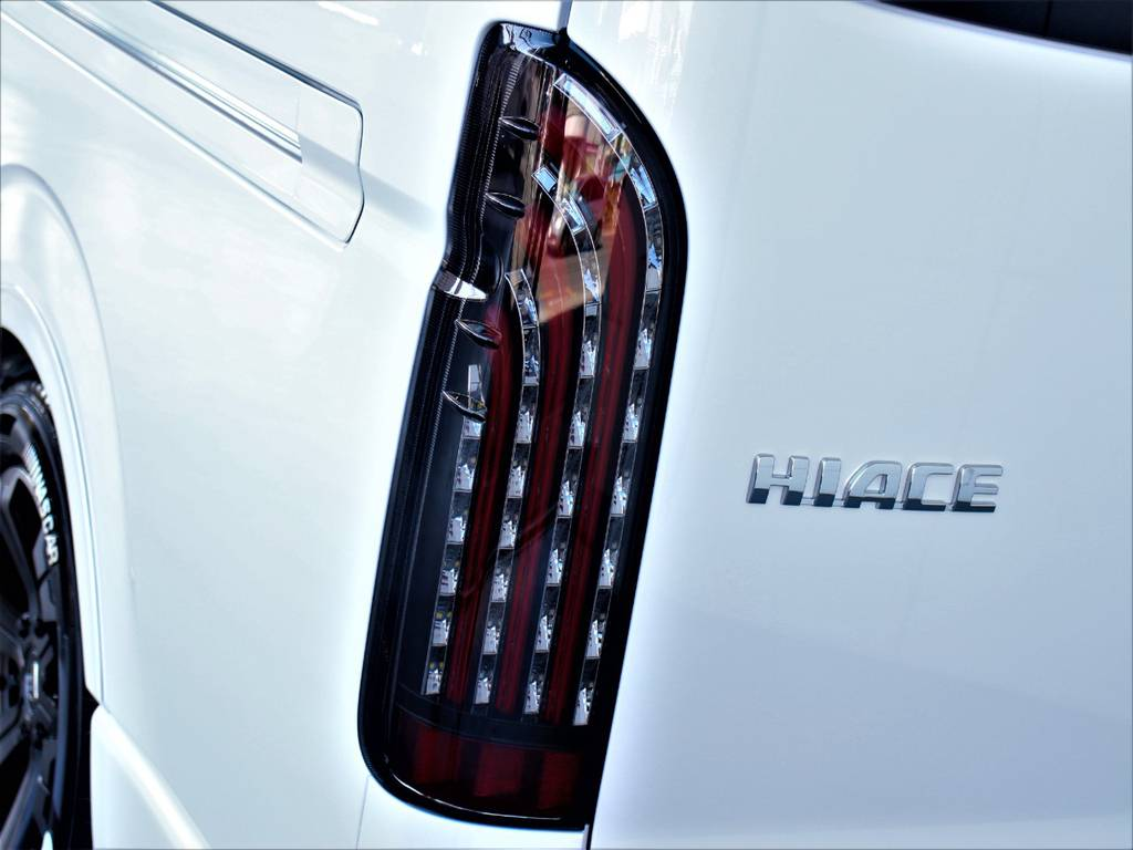 FLEX煌LEDテールランプ!   トヨタ ハイエース 2.7 GL ロング ミドルルーフ 4WD アレンジR1内装架装