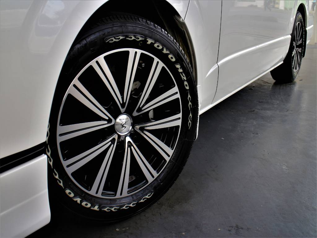 シルクブレイズ17インチアルミホイール! TOYO H20タイヤ!   トヨタ ハイエースバン 3.0 スーパーGL ワイド ロング ミドルルーフ ディーゼルターボ