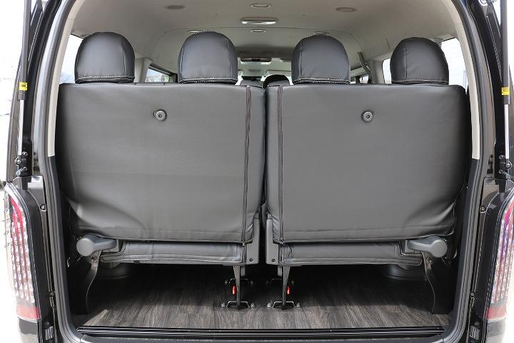 後部座席は4人乗りになります! | トヨタ ハイエース 2.7 GL ロング ミドルルーフ 4WD R1内装架装車両