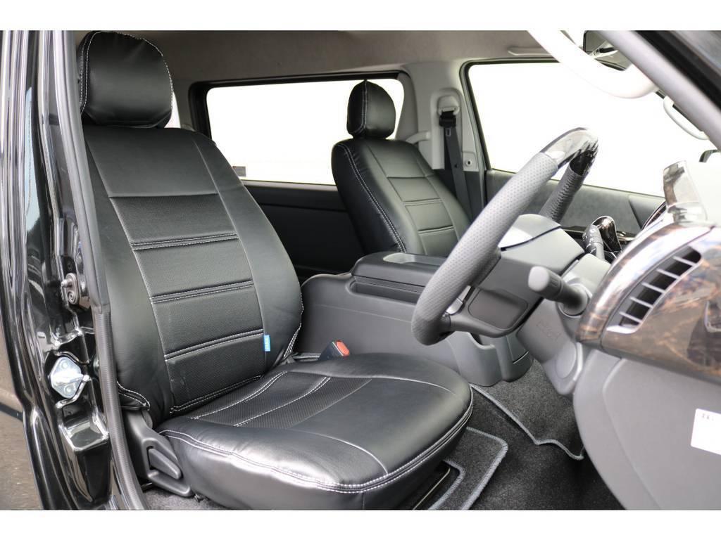 ハイエースは車高が高く前がないので運転しやすいですよ!全席黒革調シートカバー付です!