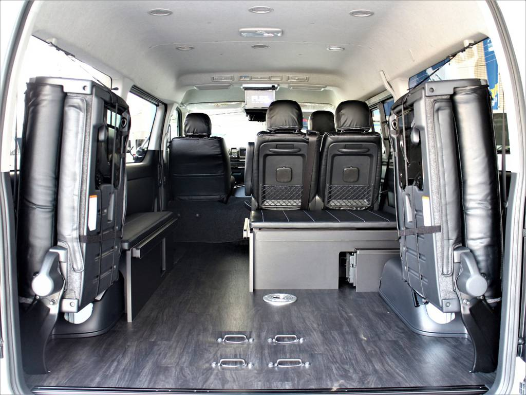 後席跳ね上げすればラゲッジスペースとしてもご使用頂けます♪ | トヨタ ハイエース 2.7 GL ロング ミドルルーフ R1内装架装