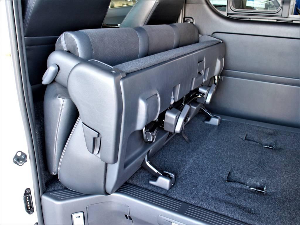 セカンドシートは折りたたみ可能です! | トヨタ ハイエースバン 2.8 スーパーGL ダークプライムⅡ ロングボディ ディーゼルターボ 4WD