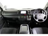 特別仕様車ダークプライムの特徴でもある高級感のある内装!マホガニー調ステアリング&インテリアパネルが標準で装備されております!