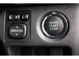 スマートキー&プッシュスタート!ポケットにスマートキーを入れたままドアロックや解除、エンジン始動もできるためストレスを感じません!