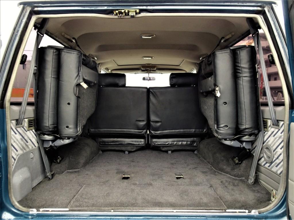 広々とした荷室には沢山の荷物を積む事が可能です!!