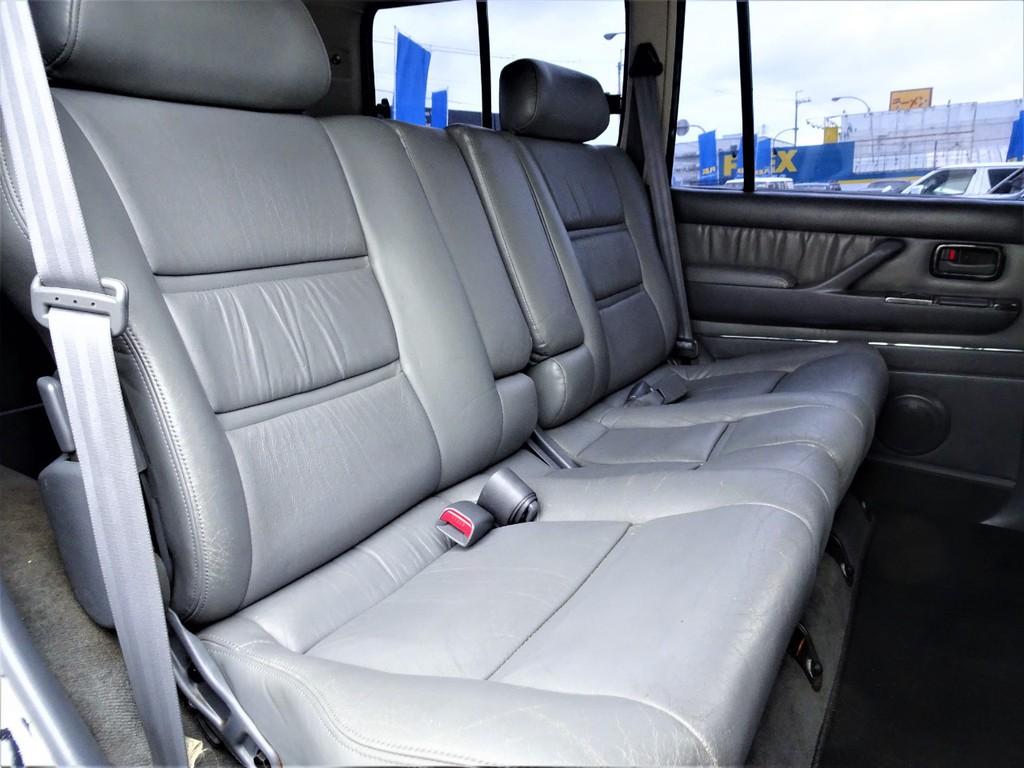 広々としたセカンドシートはリクライニングかつ折り畳みも出来る優れもの♪♪