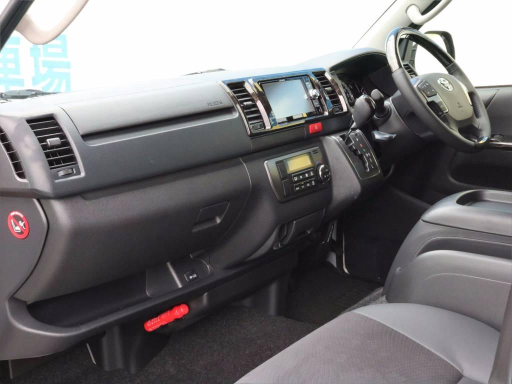 インテリアの質感も向上しているので、商用車っぽさは感じさせませんよ! | トヨタ ハイエースバン 3.0 スーパーGL  ダークプライム ロングボディ ディーゼルターボ ESSEXクワトログリル 両側自動ドア