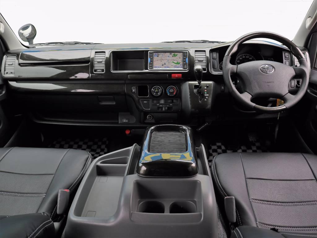 黒木目インテリアキットと黒革調シートカバーを全席に新品装着し、質感向上&リフレッシュ済みのインテリア!   トヨタ ハイエース 2.7 GL ロング ミドルルーフ Coast Line 自動ドア